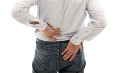 Болі в попереку у чоловіків: причини, симптоми, лікування