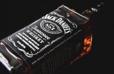Який алкоголь подарувати чоловікові: горілку або віскі?