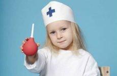 Показання до постановки клізми у дітей та правила її виконання