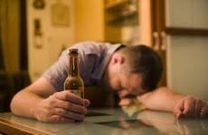 Пивний алкоголізм у чоловіків: симптоми, наслідки, ознаки