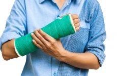Як виникає відкритий перелом променевої кістки, причини, симптоми і лікування