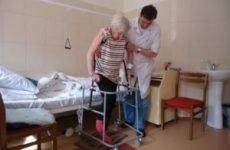 Ходунки при переломі шийки стегна: як правильно вибрати