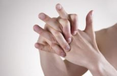 Можна хрустіти пальцями на руках, чому хрустять пальці, шкідливо хрустіти?