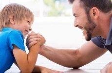 Чи можна поєднати роль суворого батька і одного?