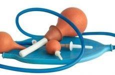 Клізма в домашніх умовах: як правильно зробити очисну клізму самому собі і дитині, розчин для клізми