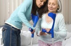 Реабілітація після перелому шийки стегна: масаж, лікувальна гімнастика і вправи