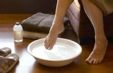 Оцтові ванночки для ніг проти грибка нігтів і стоп