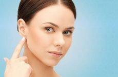 Жировик за вухом: симптоматика, основні причини і лікування