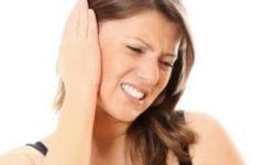 Як зняти закладеність вуха: чим лікувати в домашніх умовах при застуді і нежиті?