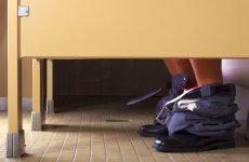 Темний кал (стілець): причини, лікування, чому у дорослого кал темного кольору зі слизом – що це значить
