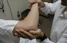 Параліч руки і її відновлення після інсульту: комплекс вправ, медикаментозна та народна терапія