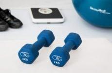 Вправи з гантелями для жінок: для підтягування м'язів рук