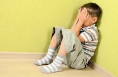 Можна дитину в покарання ставити в кут?