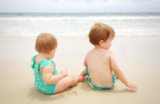 Чи можна дитині поїхати з батьками на море?