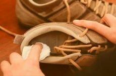 Обробка взуття при грибку нігтів на ногах: як правильно дезінфікувати