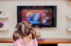 Можна дитині дивитися телевізор: нюанси різного віку