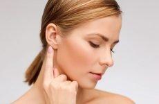 Атерома за вухом, її симптоми та методи лікування шкірної кісти