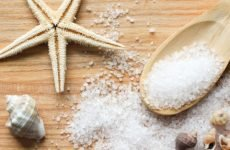 Ванни з морською сіллю при переломі: у чому користь методу?
