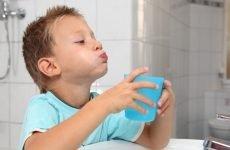 Чим і як полоскати горло дитині при ангіні?
