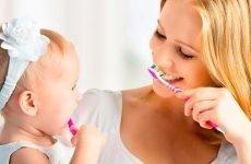 Коли починати чистити зуби дитині: як правильно це робити?