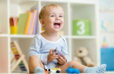 Скільки повинно бути зубів у дитини в 2 роки: кількість і терміни прорізування