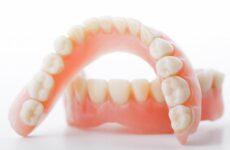 Як швидко звикнути до знімних зубних протезів – поради та вправи