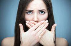 Запах з рота вранці: причини і як усунути