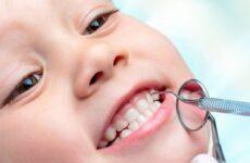 Що робити, якщо у дитини хитається молочний зуб