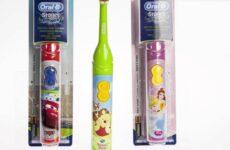 Дитяча електрична зубна щітка: критерії вибору та рейтинг кращих щіток на батарейках