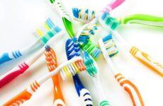 Як часто треба міняти зубну щітку: думки і рекомендації стоматологів