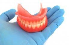 Зубні протези на присосках: різновиди, переваги і недоліки
