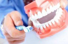 Чим чистити зубні протези: найбільш ефективні методи та засоби