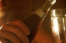 Алкоголь на голодний шлунок: чи можна пити, наслідки