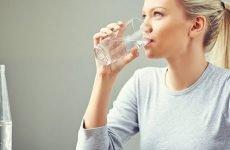 Через деякий час з шлунка йде вода і яка від її користь?