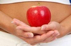 Болить шлунок від яблук: що робити, правила вживання фруктів