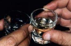 Чи можна пити горілку при виразці шлунка або не можна?