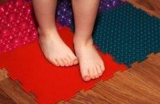 Що робити, якщо дитина клишоногий? Терапія, масаж, лікувальні ванни, поради з вибору взуття