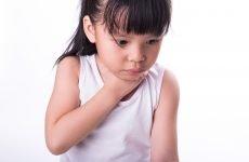 Що робити, якщо дитина подавився і задихається? Перша допомога