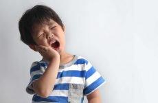Що робити, якщо у дитини болить зуб? Особливості болю молочних і корінних зубів