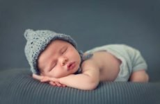 Що повинен уміти робити дитина в 1 місяць після народження?
