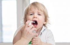Спреї при ангіні у дітей: огляд лікарських препаратів з розбризкувачем
