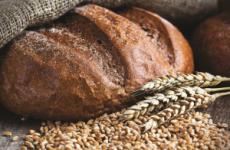 Який хліб можна їсти при гастриті з підвищеною кислотністю: чорний, білий, сухарі, хлібці