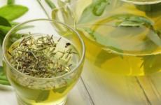 Який трав'яний чай можна пити при гастриті з підвищеною кислотністю: зелений, іван чай, ромашковий