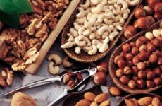 Можна чи ні їсти горіхи при гастриті з підвищеною кислотністю: волоські, кедрові