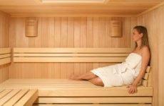 Чи можна парити суглоби і ноги при подагрі: в лазні, сауні, гарячій ванні або піску