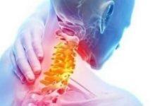 Чому сильно і постійне хрумтить в шиї при поворотах голови: причини, як позбутися