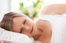 Сильна блювота у дорослої без причини і температури: що робити