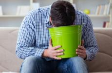 Нудота і блювання у дорослого і дитини без температури: причини, лікування, народні засоби