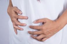 Здуття живота і часта відрижка повітрям: причини при вагітності, лікування, лікарські засоби