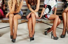 Небезпечно сидіти нога на ногу: чому? читайте у статті